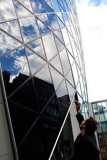 Reflecting on the Swiss Re building