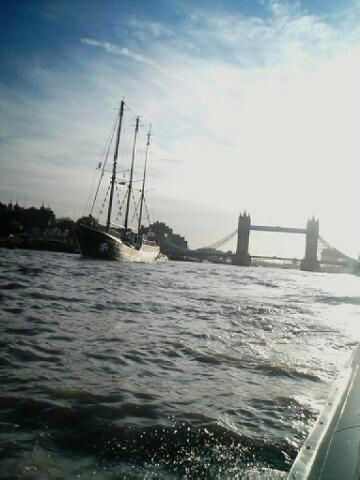 Rainbow Warrior / Tower bridge