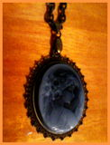 Woman with a mirror medal 2 (antique style)