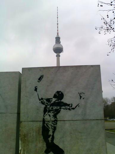 banksy in berlin at javaboy 39 s moblog. Black Bedroom Furniture Sets. Home Design Ideas
